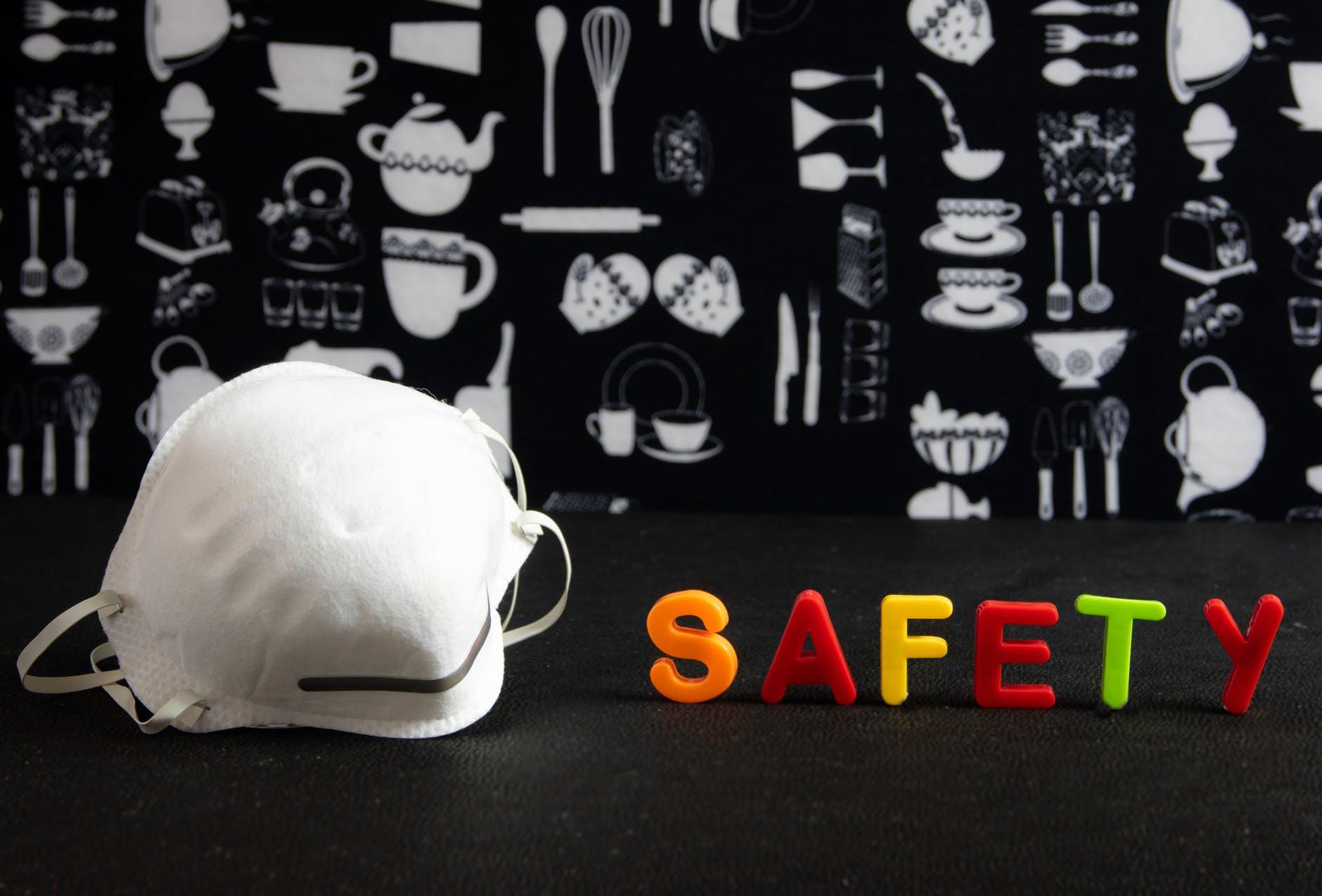 OPROEP: ProFhire doneert veiligheidsbrillen aan ziekenhuis
